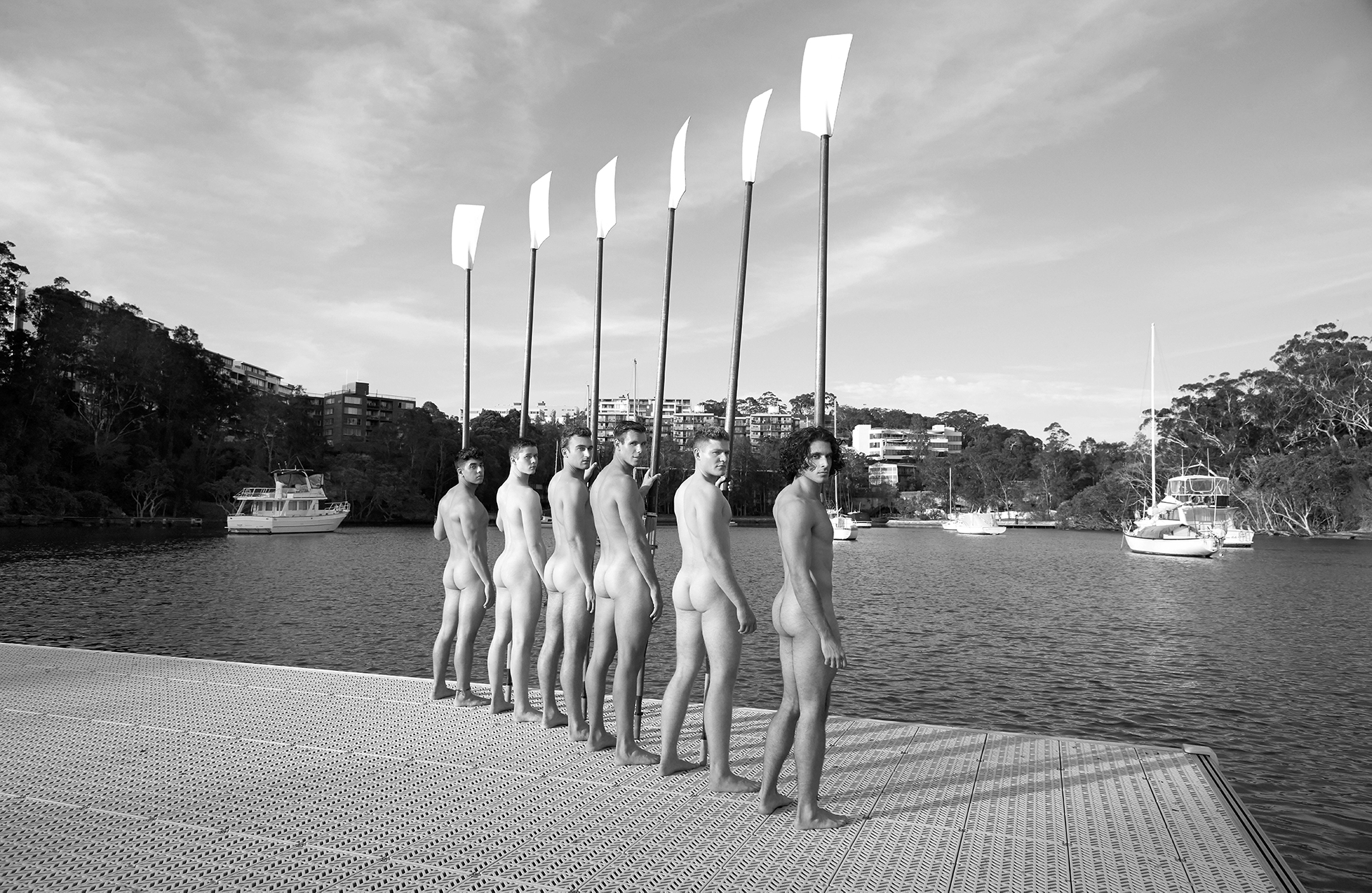 Rowers team naked